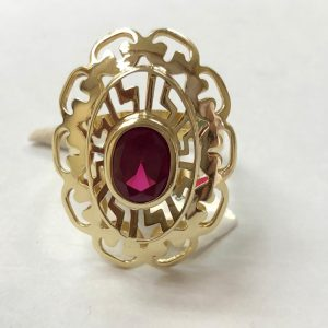 14ct Yellow Gold Red Stone Oval Ring